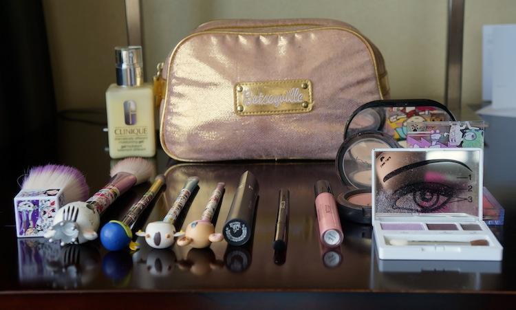 betsey johnson makeup bag