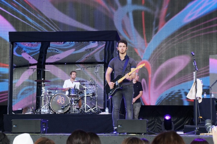 Kevin Jonas in sound check toronto 2013
