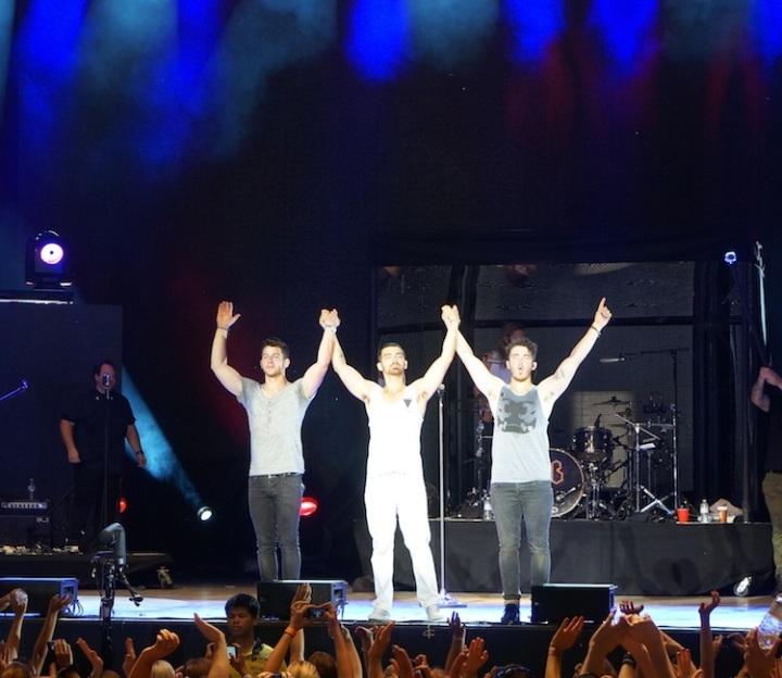 Jonas Brothers bow Toronto 2013