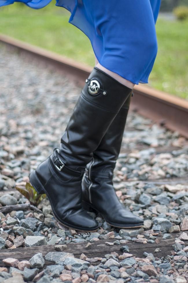 sage_trendy_techie_blue_dress_railroad_4