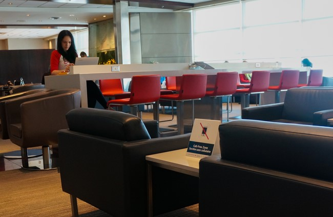 maple_leaf_lounge_halifax_stanfield_airport_2