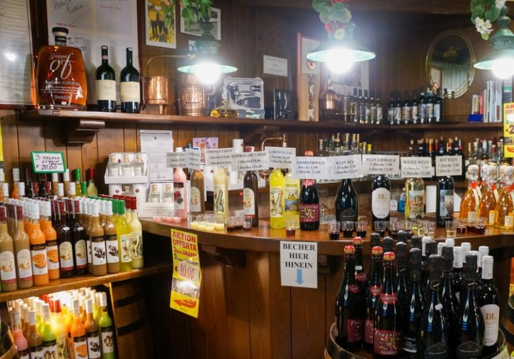 bar_in_grocery_store_italy_photography
