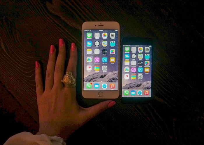 iphone_six_plus_size_comparison_sage_hand