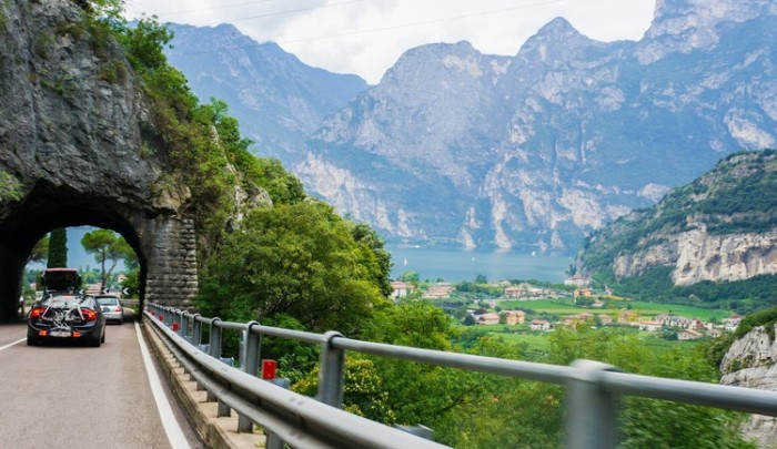 riva_del_garda_mountains_view_italy_photography