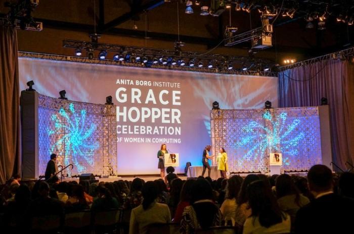 monochrome_geometric_skirt_suit_grace_hopper_trendy_techie_3