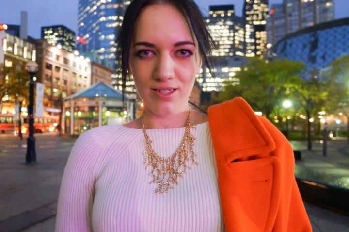 white_crop_sweater_orange_oversize_jacket_high_waisted_jeans_fashion_week_3