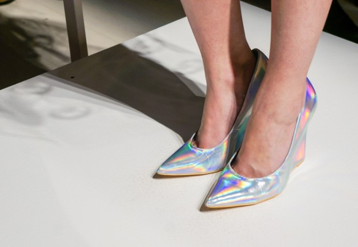 minnie_mouse_style_wmcfw_2014_holographic_shoes