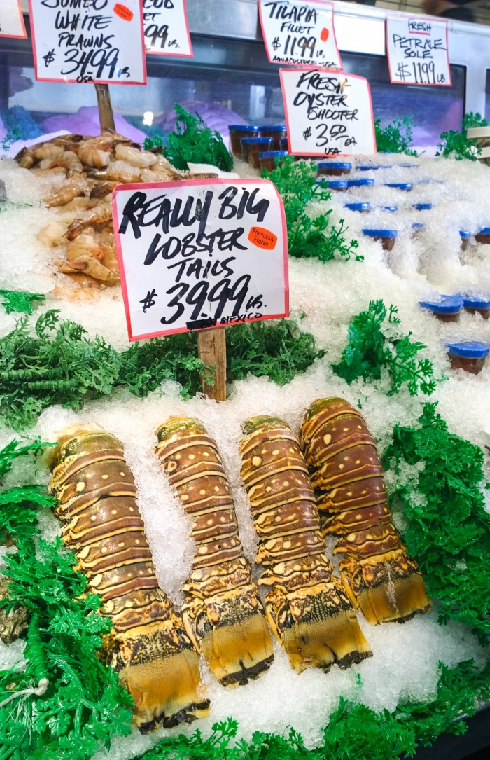 really_big_lobster_tails_pike_place_market_seattle
