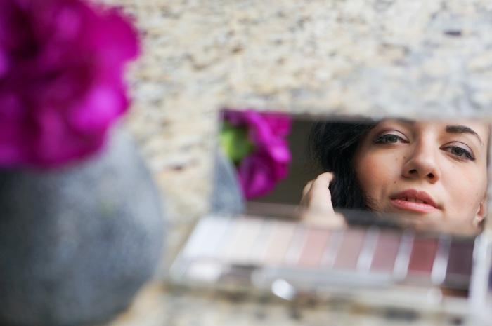 trendy_techie_travel_essentials_makeup_jewelry_1