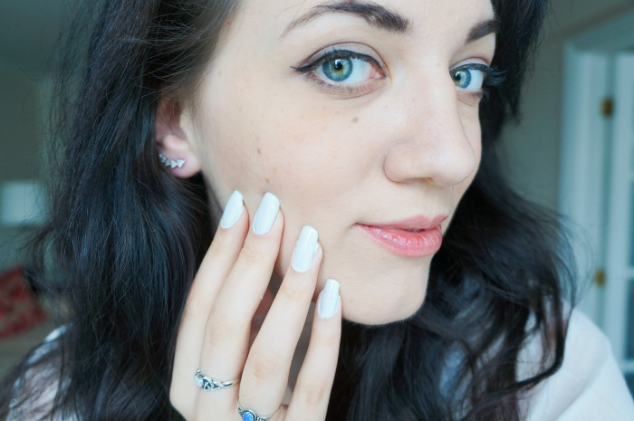 trendy_techie_travel_essentials_makeup_jewelry_3