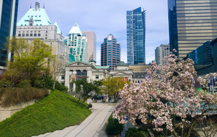 vancouver_robson_square_skyline