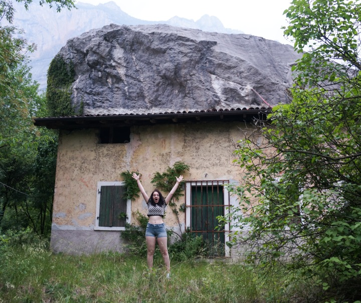 italy_boulder_crushing_house
