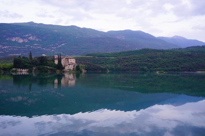 italy_castle_toblino_scenery
