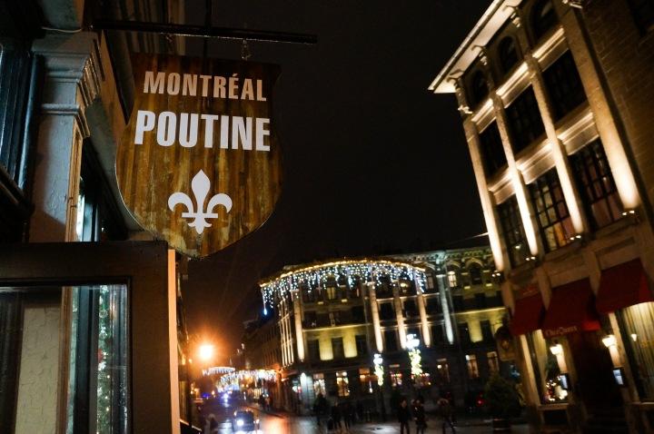 montreal_poutine_night