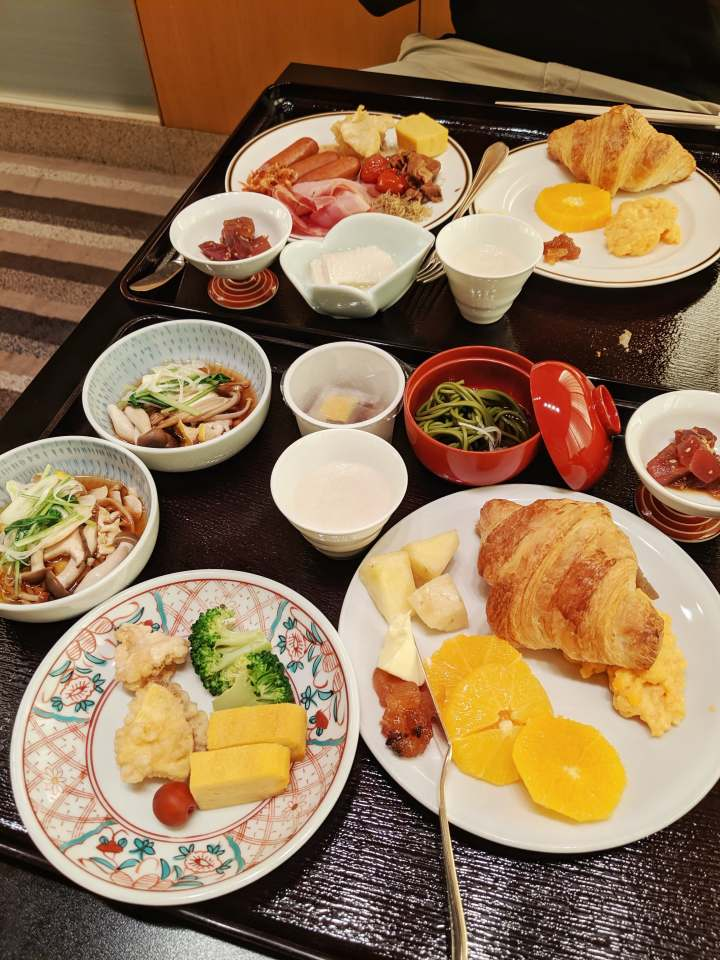 sage_franch_trendy_techie_tokyo_japan_g20_yea_hyatt_regency_breakfast_2